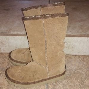 Woembs sz 7w UGG traditional tan leather boots